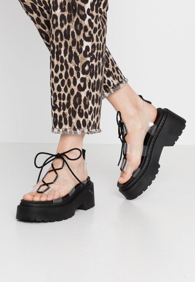 PHOEBE GHILLIE - Sandály na platformě - clear