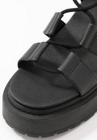 Topshop - PHOEBE GHILLIE - Sandalen met plateauzool - black - 2
