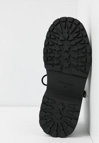 Topshop - PHOEBE GHILLIE - Sandalen met plateauzool - black - 6