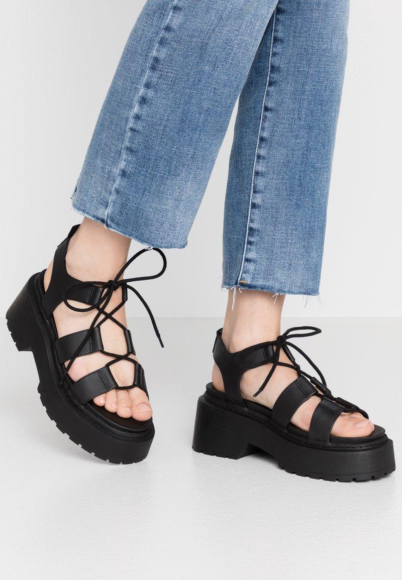 Topshop - PHOEBE GHILLIE - Sandalen met plateauzool - black
