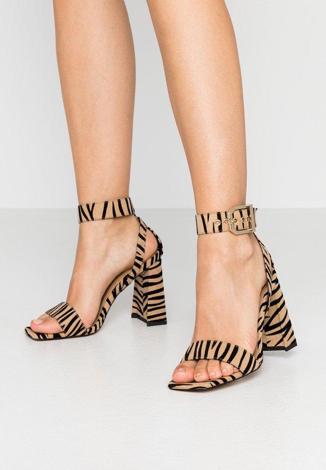 ROXY FLARE BLOCK - Sandály na vysokém podpatku - multicolor
