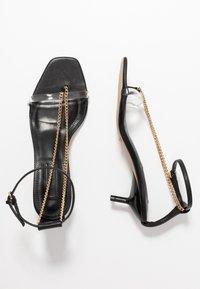 Topshop - RUSH CHAIN MINI HEEL - Sandály s odděleným palcem - black - 3