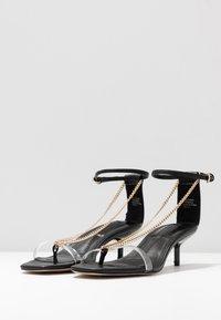 Topshop - RUSH CHAIN MINI HEEL - Sandály s odděleným palcem - black - 4