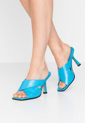 SKYLA HIGH MULE - Pantofle na podpatku - blue