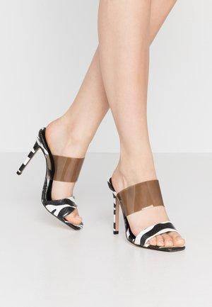 STELLA PERSPEX MULE - Pantofle na podpatku - monochrome