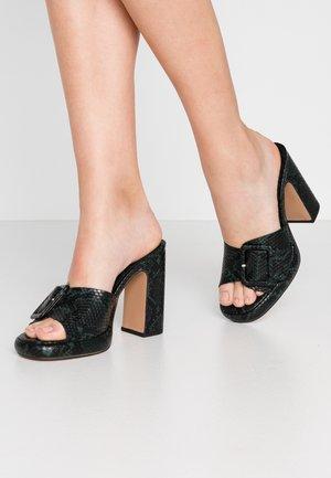 REFLECT BUCKLE MULE - Pantofle na podpatku - green