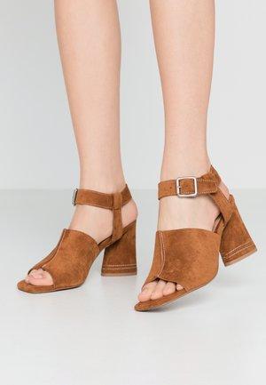NESA STITCH FLARE - Sandalen met hoge hak - tan