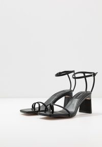 Topshop - NATURE STRAPPY BLOCK - Sandalias de dedo - black