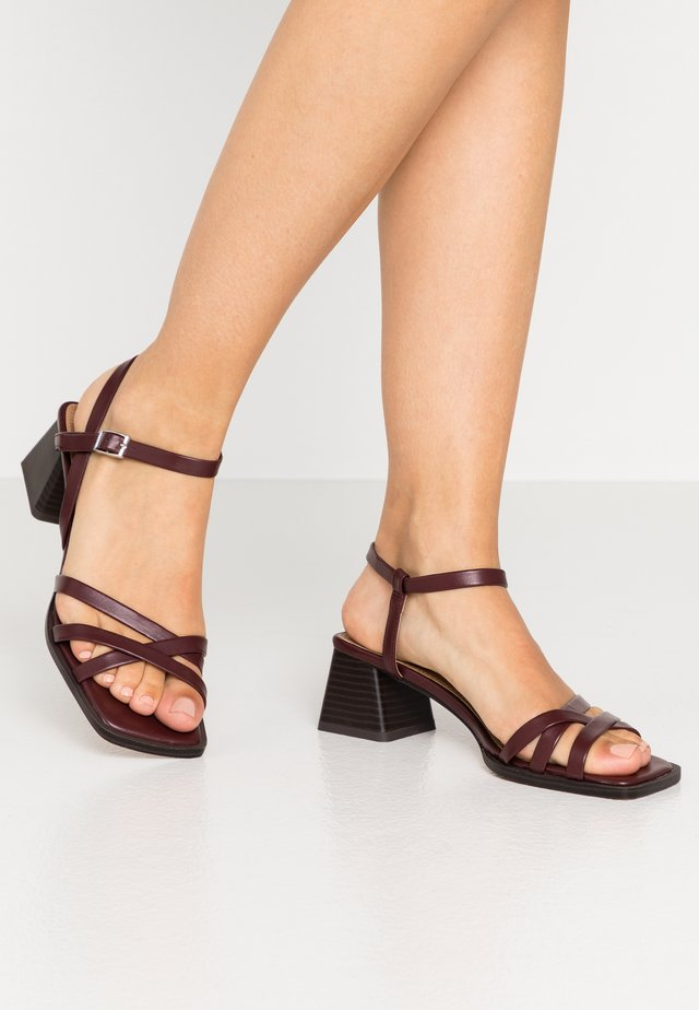 DIVINE BLOCK - Sandaalit nilkkaremmillä - burgundy