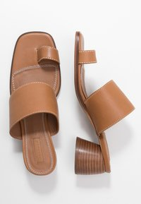 Topshop - VILLAGE TOE LOOP - Sandalias de dedo - tan - 3