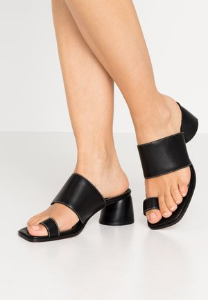 VILLAGE TOE LOOP - T-bar sandals - black