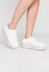 Topshop - CANADA LACE UP TRAINER - Baskets basses - blush - 0