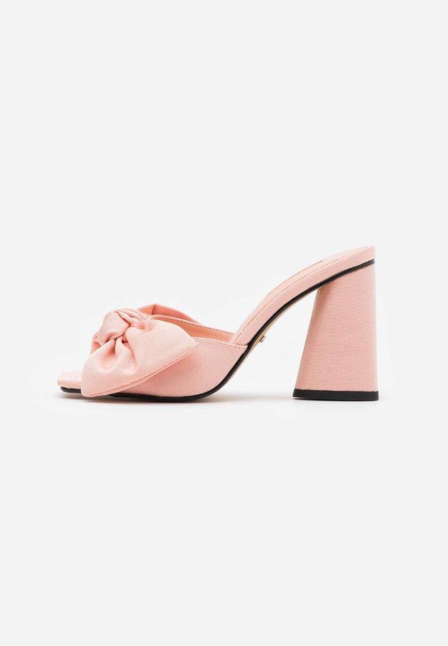 SAUCY BOW MULE - Slip-ins med klack - pink