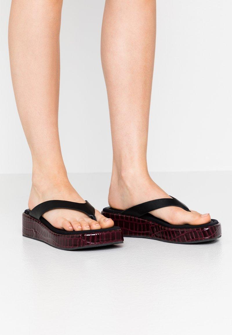 Topshop - PEARLA TOE POST - Sandalias de dedo - black