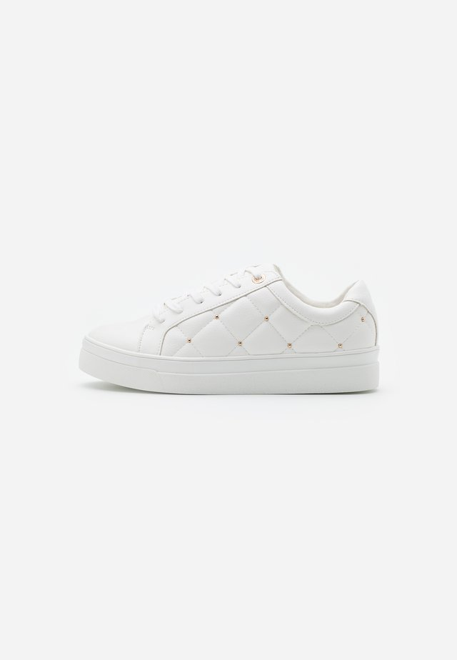COOPER QUILT TOP UP - Sneakers basse - white