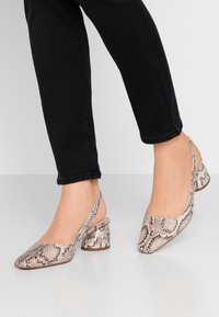Topshop - JUSTIFY SLING COURT - Classic heels - natural - 0