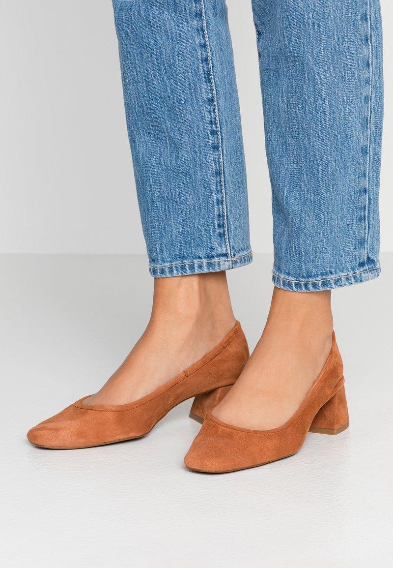 Topshop - JEMIMA SOFT LOW BLOCK HEEL - Classic heels - tan