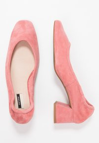 Topshop - JEMIMA SOFT LOW BLOCK HEEL - Pumps - pink - 3