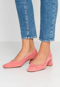 Topshop - JEMIMA SOFT LOW BLOCK HEEL - Pumps - pink - 0