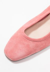 Topshop - JEMIMA SOFT LOW BLOCK HEEL - Pumps - pink - 2