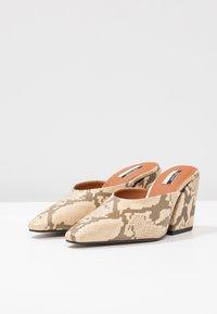 Topshop - VEGAN GWENIE BLOCK MULES - Pantofle na podpatku - natural - 4