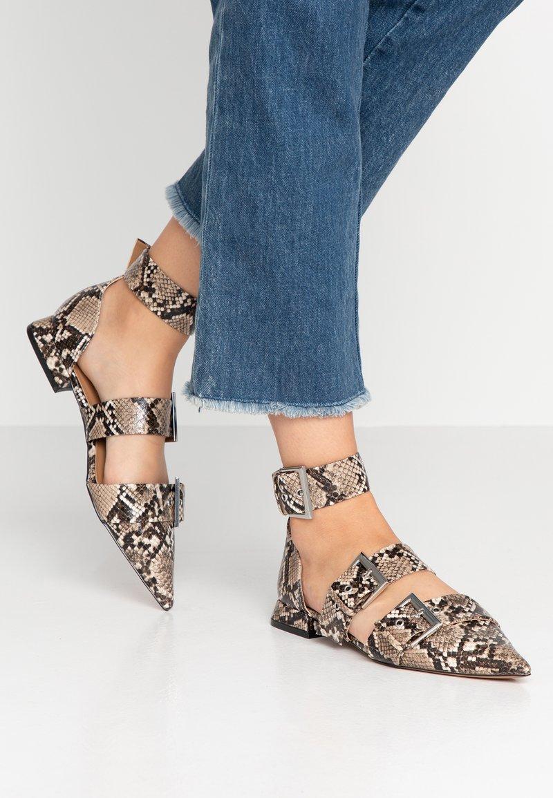 Topshop - ALANA BUCKLE POINT - Ankle strap ballet pumps - natural