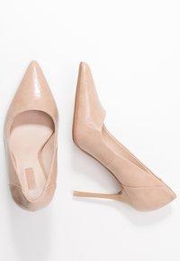 Topshop - FREYA COURT SHOE - Zapatos altos - nude - 3