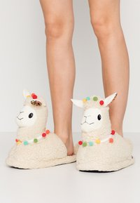 Topshop - LLAMA HOUSE - Slippers - cream - 0