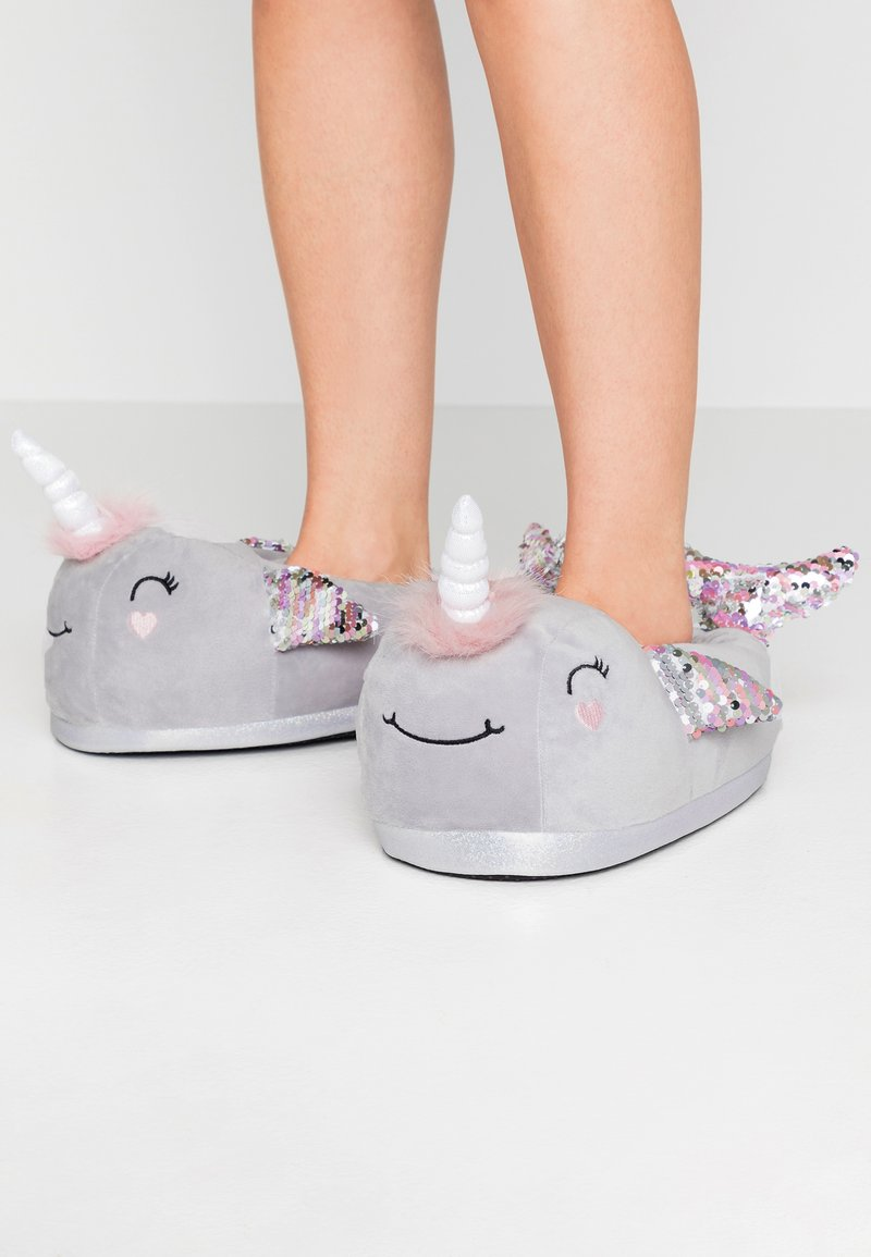 Topshop - NARWHALE HOUSE SLIPPERS - Pantoffels - grey