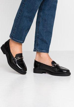 LOGAN LOAFER - Nazouvací boty - black