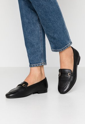 LUTHER LOAFER - Loaferit/pistokkaat - black
