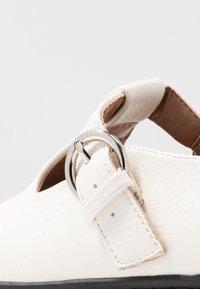 Topshop - ACE CHUNKY MARY JANE - Nazouvací boty - white - 2