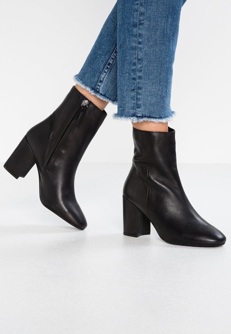 Topshop - ELIESSE - Classic ankle boots - black