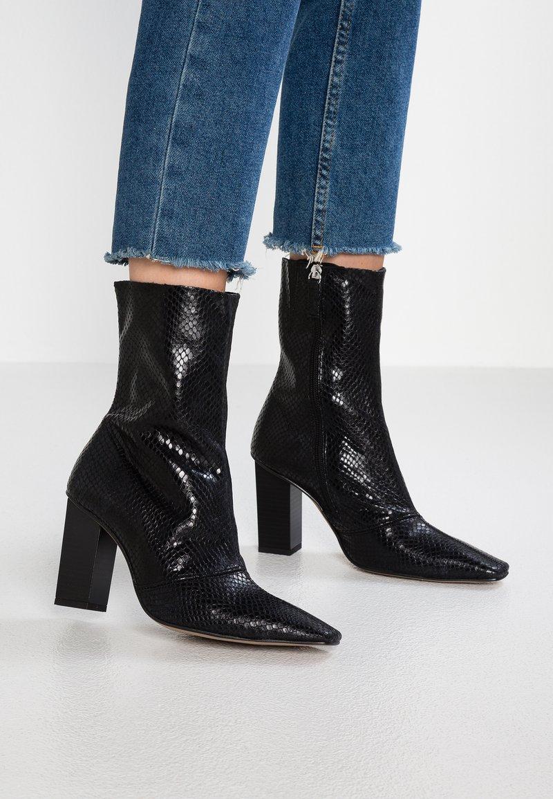 Topshop - HENNA SNAKE BOOT - Stiefelette - black
