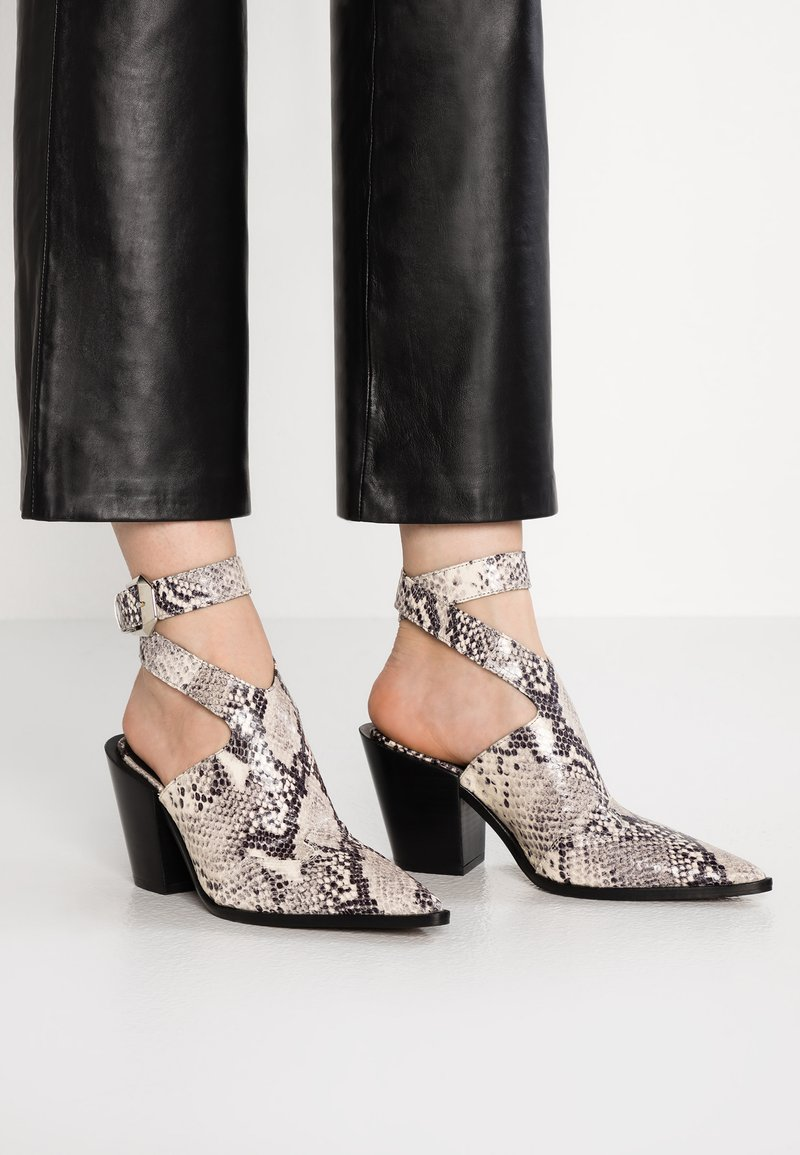 Topshop - HUXLEY SHOEBOOT - High heeled ankle boots - nude