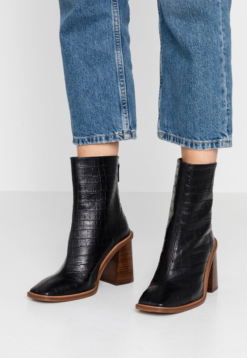 Topshop - HERTFORD BOOT - Kotníková obuv na vysokém podpatku - black