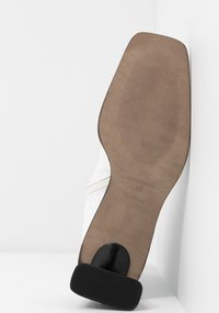 Topshop - MAJA MID BOOT - Classic ankle boots - white - 6