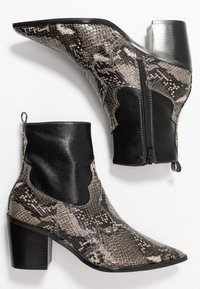 Topshop - BLISS WESTERN BOOT - Classic ankle boots - black - 3