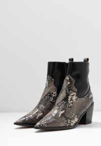Topshop - BLISS WESTERN BOOT - Classic ankle boots - black - 4