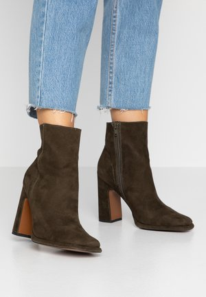 HOLDEN - High heeled ankle boots - khaki