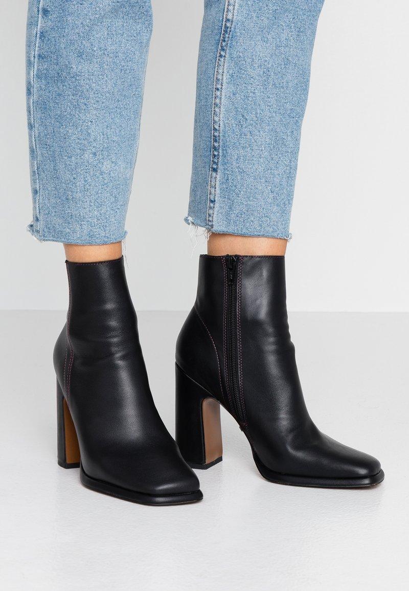 Topshop - HOLDEN - Kotníková obuv na vysokém podpatku - black