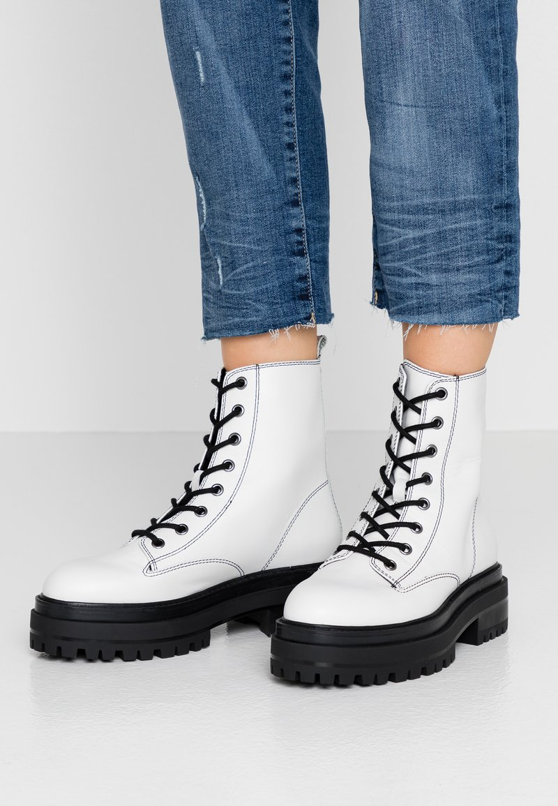 Topshop - ALANIS LACE UP BOOT - Šněrovací kotníkové boty - white