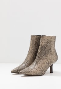 Topshop - MACI POINT BOOT - Ankle boots - nude - 4