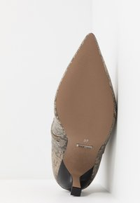 Topshop - MACI POINT BOOT - Ankle boots - nude - 6