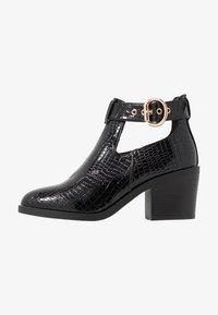 Topshop - BIANCA BUCKLE UNIT - Kotníková obuv - black - 1