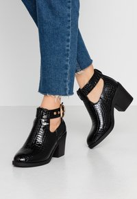 Topshop - BIANCA BUCKLE UNIT - Ankle Boot - black - 0