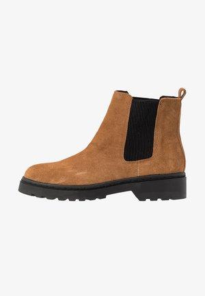 BRAMBLE CHELSEA BOOT - Kotníkové boty - tan