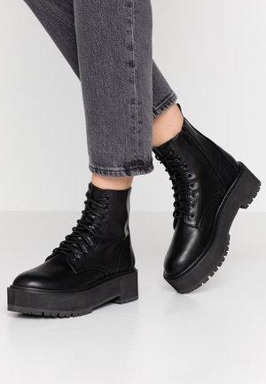 BRAZEN CHUNKY BOOT - Platform-nilkkurit - black