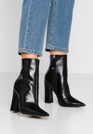 HARRI POINT BOOT - Højhælede støvletter - black
