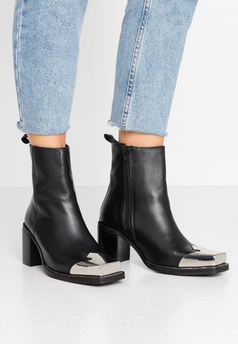 Topshop - MARSHAL WESTERN BOOT - Kovbojské/motorkářské boty - black